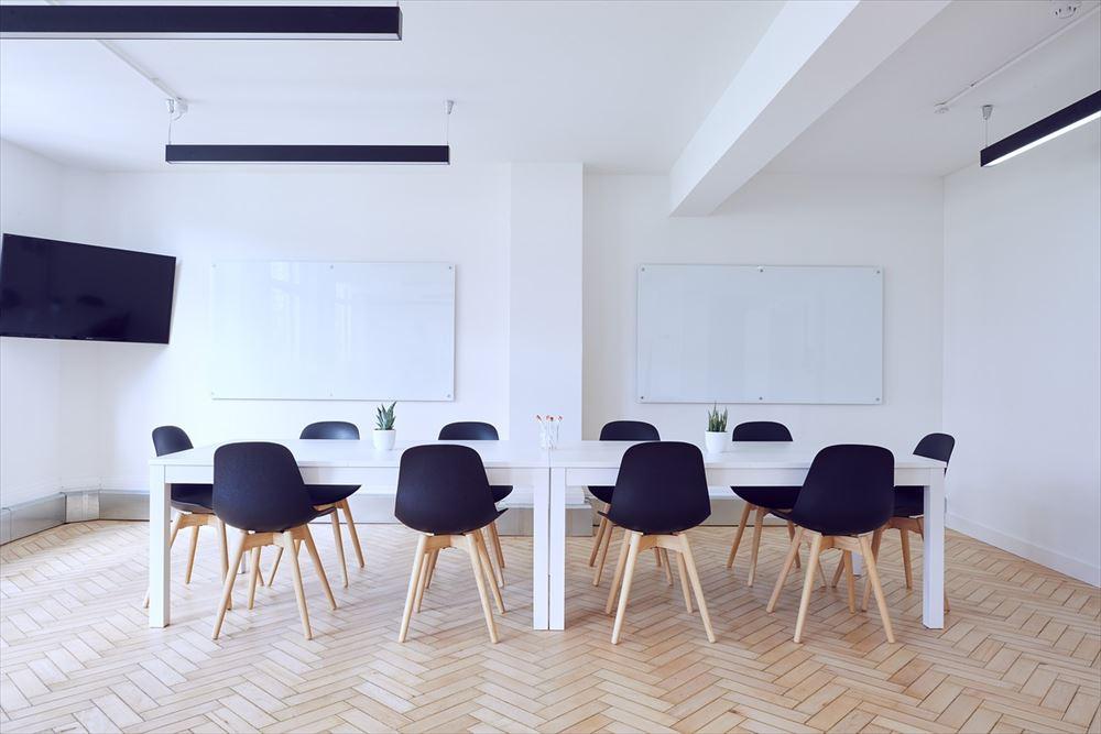 エアビーがスペース貸し事業に参入、企業の会議需要に照準