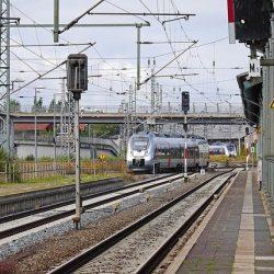 ドイツ政府の気候変動対策「飛行機は高く鉄道は安く」