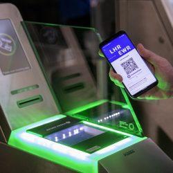 国際線再開へデジタル健康証明書、UAらが試行 世界経済フォーラムが支援