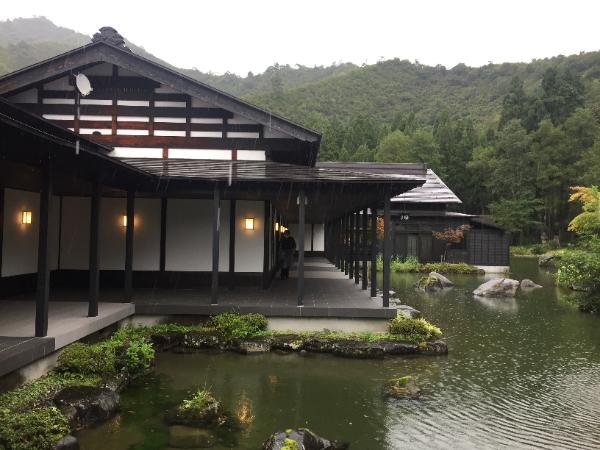 トラベル懇話会、新潟・古民家ホテル「ryugon」滞在と「大地の芸術祭」視察