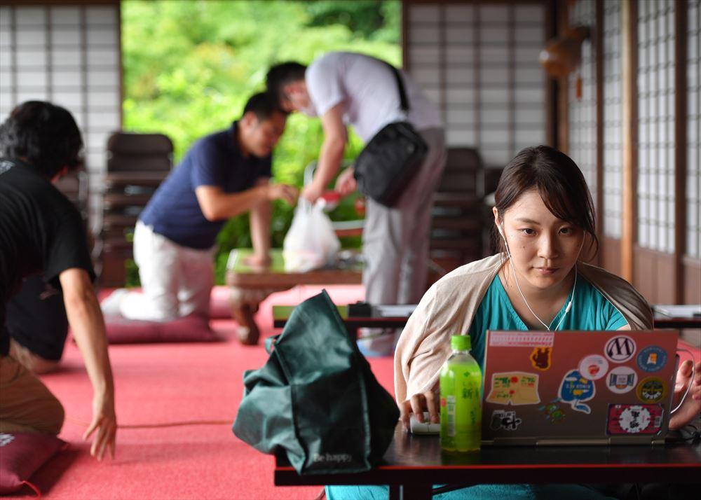 長野で列車貸し切りワーケーション、仕事しながら沿線観光
