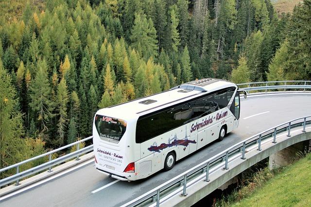 バスツアー価格に強い相場観 早期予約、天候不順時に割引意向